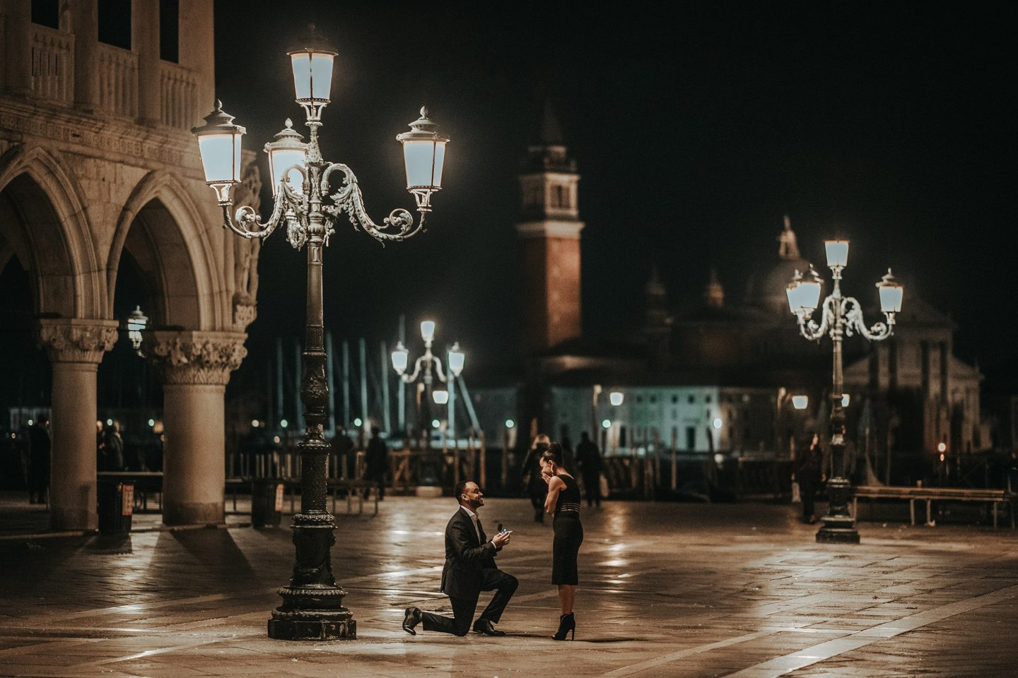 romantic photo session in venice by night